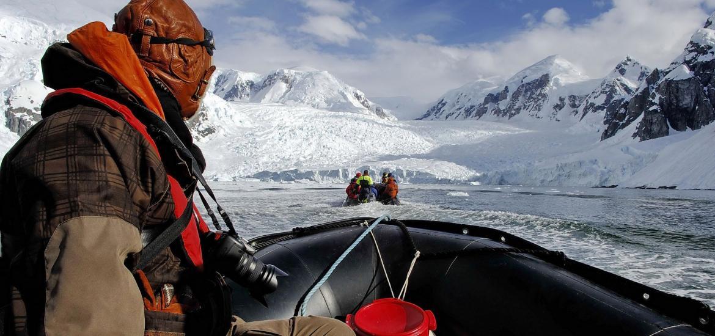 Высадка на берег Антарктиды, круиз на «Зодиаках»