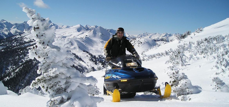 Снегоходы и собачьи упряжки на Камчатке