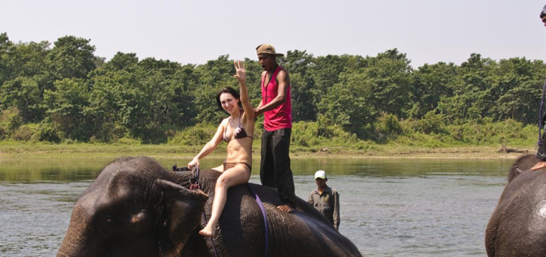 Непал, знакомство с Гималаями, купание со слонами в Читване