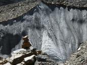 движение по леднику Суэта идет по не всегда заметным турам