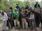 Групповое фото со слонами. Фото из тура в Бирму (Мьянму) и Таиланд автор Иван Прилежаев (с)