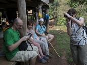 Перезаряжаем фотоаппараты. Треккинг в Северном Таиланде, провинция Чиангмай. Фото из тура в Бирму (Мьянму) и Таиланд автор Иван Прилежаев (с)