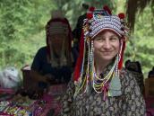 Примеряем национальный костюмы в деревне Карен. Треккинг в Северном Таиланде, провинция Чиангмай. Фото из тура в Бирму (Мьянму) и Таиланд автор Иван Прилежаев (с)