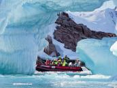 На «Зодиаке» среди айсбергов