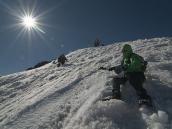 Вниз по мокрому дневному снегу с Эльбруса