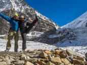 В ледовом лагере под Французским перевалом, ведущим в Скрытую долину за Дхаулагири. Треккинг в Непале, тур в Непал, Непал отдых, путешествие в Гималаи