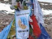 Фото из тура в Аргентину в 2006 году. Памятный знак на вершине Аконкагуа