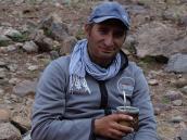 Фото из тура в Аргентину в 2012 году. Улиссе пьет мате перед трехдневным треком до Базового Лагеря