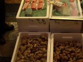 Фото из тура в Японию в 2012 году. Утренний рынок Каназавы. Лучшие суши в мире делаются из свежайшей рыбы прямо здесь.