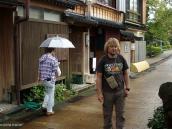 Фото из тура в Японию в 2012 году. В Каназаве мы остановились в простом и типичном гостевом доме - миншуку. Очень аутентичное место, а через реку от него находилась общественная баня ... куда мы тоже заглянули.