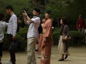 Фото из тура в Японию в 2012 году. Выходные - это возможность вместе с семьей отправиться в парк. Женщина часто наряжается в праздничное кимано. Приятно смотреть!