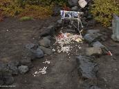 Фото из тура в Японию в 2012 году. Колокольчики - это память о тех, кто не вернулся с Фудзи домой. Путь Вас не шокирует столь большое их число. На Фудзи ежегодно поднимается, как нам сказали, около 600 тысяч человек. Это за официально открытый сезон - с 1 июля по 30 сентября.