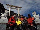 Фото из тура в Японию в 2012 году. Выше этих ворот на высоте 3500 м начинается священная территория вершины Фудзи.