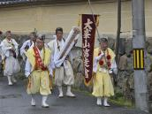 тур в Японию, процессия монахов в Йосино