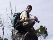 Фото из тура в Танзанию в 2005 году. Гид-оператор удобно устроился на вулканической дайке.