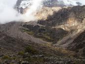 Фото из тура в Танзанию в 2005 году. Большая стена Барранко замыкает собой глубокую долину .