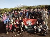 Фото из тура в Танзанию в 2005. Фото всей команды (около 50 человек) на память. Лагерь Мвека.