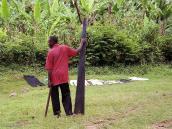 Фото из тура в Танзанию в 2005. Житель деревни Мвека с пилой.