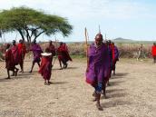 Фото из тура в Танзанию в 2005. Боевое построение масаев.