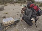 Фото из тура в Танзанию в 2009 году. Сеанс радиосвязи с базой в лагере Шира-2 на Килиманджаро.
