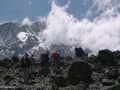Фото из тура в Танзанию в 2009 году. Треккеры на фоне Кибо, вершины Килиманджаро.