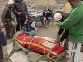 Фото из тура в Танзанию в 2009 году. Отработка навыков обращения с портативной спасательной барокамерой - мешком Гамова.