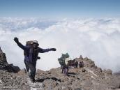 Фото из тура в Танзанию в 2009 году. Кратер Килиманджаро уже близко.
