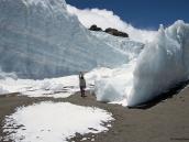 Фото из тура в Танзанию в 2009 году. В снегах Килиманджаро. Сбор талой воды для приготовления обеда.