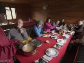 Фото из тура в Танзанию в 2011 году. Обед с сервировкой в столовой Сэдл Хат (3500 м) перед восхождением на вершину Меру (4560 м).