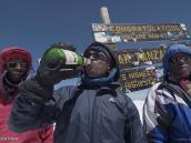 Фото из тура в Танзанию в 2011 году. Кто не рискует, тот не пьет шампанское!
