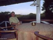 Фото из тура в Танзанию в 2004 году. С террасы Нгаресеро открывается прекрасный вид на Килиманджаро.
