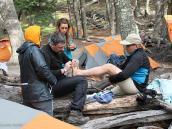 Фото из тура в Патагонию в 2012 году. Подготовка ног перед переходом, треккинг в Патагонии.