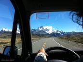 Фото из тура в Патагонию в 2012 году. Впереди - массив Фицроя, редкое безоблачное небо в Патагонии.
