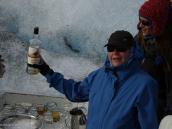 Фото из тура в Патагонию в 2012 году. Традиционные виски со льдом на леднике.