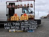 Фото из тура в Патагонию в 2012 году. При пересечении границы между Аргентиной и Чили. Продажа сыра.