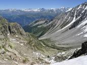 Фото из тура в Швейцарию в 2010 году. Вот такой вид открывается на кулуар с перевала Фенетр-д'Арпетт, Швейцария.