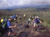 С тропы выше лагеря Мачаме открывается широкая панорама.