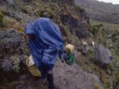 Перед лагерем Шира надо  преодолеть несколько  скальных уступов.