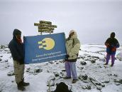 Флаг Санкт-Петербургской Электротехнической Компании на вершине Килиманджаро