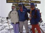 Знаменосец - Алексей Дмитриевич Семенов и гиды на вершине пика Ухуру