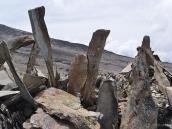 Жесткая тропа в штурмовой лагерь Барафу, откуда поднимаются на вершину Килиманджаро.