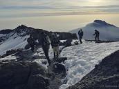 Начинаем спуск с Килиманджаро, а кто-то еще движется к вершине.