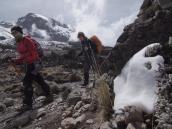 Подъем от Барранко (3900 м) к Лавовой Башне (4500 м) на пути к вершине Килиманджаро.
