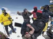 Победный танец на вершине Килиманджаро
