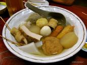 теплый бульон с морепродуктами, японским омлетом и овощами