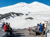 Хороший день в базовом лагере. Фото из тура Восхождение на Эльбрус с Севера. Автор Алексей Чуркин (с)
