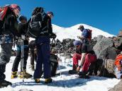 Собираемся на акклиматизационный выход. Фото из тура Восхождение на Эльбрус с Севера. Автор Алексей Чуркин (с)