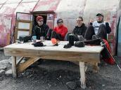 День отдыха в базовом лагере, подготовка к штурму. Фото из тура Восхождение на Эльбрус с Севера. Автор Алексей Чуркин (с)