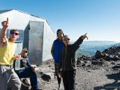 Вооон туда пойдем! День отдыха в базовом лагере, подготовка к штурму. Фото из тура Восхождение на Эльбрус с Севера. Автор Алексей Чуркин (с)