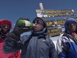 Праздник-праздник на вершине Килиманджаро